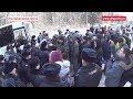 Вместо губера приехали полицейские с дубинками!,News & Politics,Сергиев Посад,аварии,Live,прямой эфир,полиция,народ,перекрытие дороги,шоссе,отходы,экология,поджог,нападение,Подробнее http://altgazeta.ru/news/10036-politsiya-perekryla-dorogu-zhitelyam-k-shosse